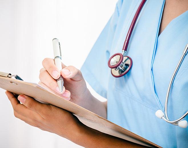 emergency-er-nurse-attentive-helpful/